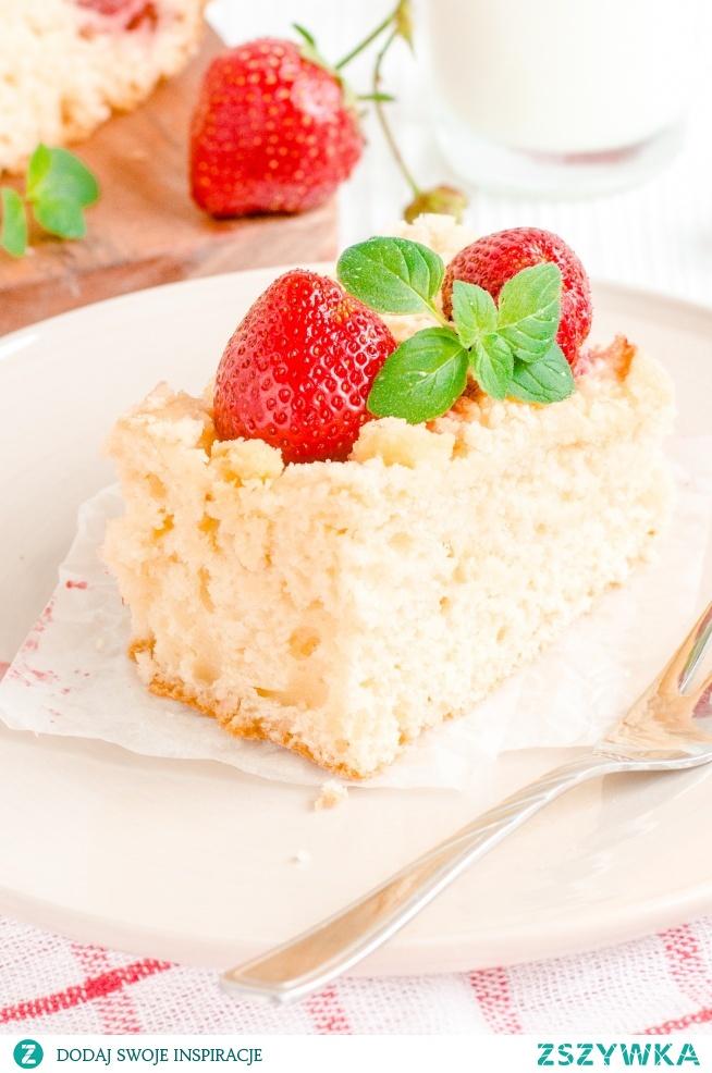 Ciasto drożdżowe z truskawkami i kruszonką (świeże przez 3 dni)