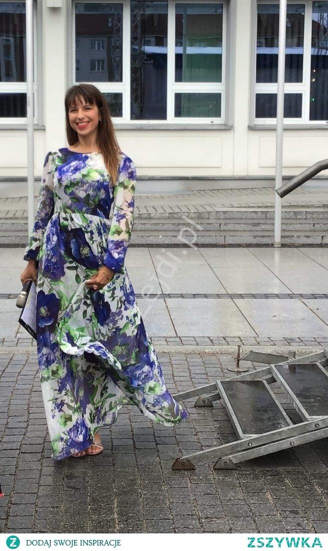 Pani Marta Jacukiewicz na ulicy smaków w Koszalinie. Sukienka Linda kwiatowa