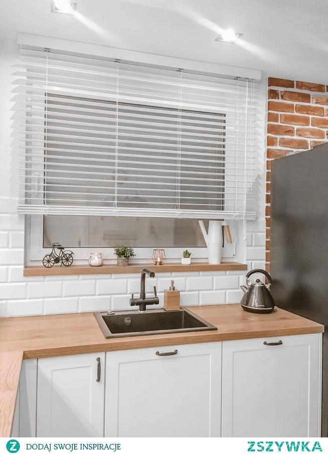 Nasze białe żaluzje drewniane w kuchni Małgorzaty -świetny efekt, prawda? :)  Żaluzji szukajcie na Nasze Domowe Pielesze