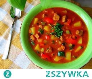 Zupa Gulaszowa. Danie jednogarnkowe,sycąca i rozgrzewająca zupa.