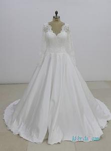617/5000 Skromna suknia bal...