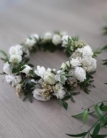 Wianek do ślubu lub sesji zdjęciowej z żywych kwiatów.