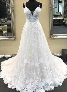 Piękna koronkowa suknia ślu...