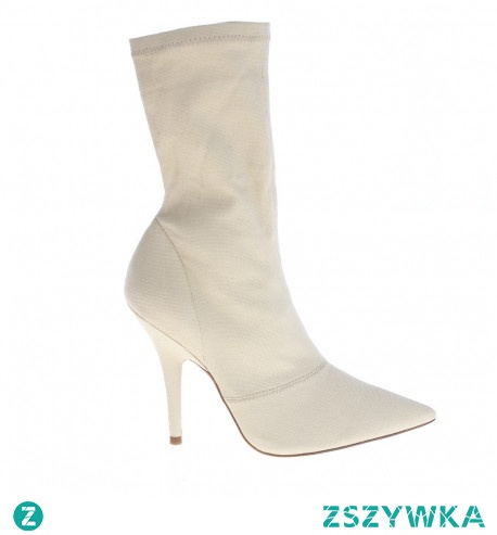 Nieziemskie białe kozaczki przyprawią o palpitacje serca każdą wielbicielkę światowej mody!