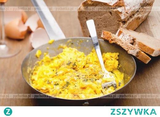 Jajecznica ze strusiego jajka