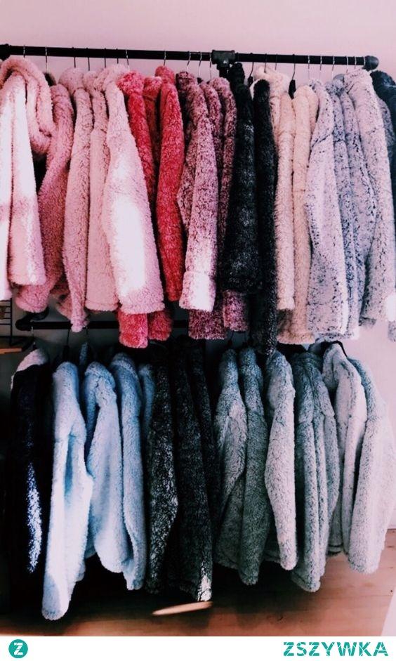 Tyle sweterków :O w każdy dzień bym nosiła inny ^^