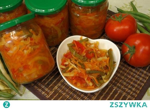 Pyszna fasolka szparagowa z warzywami w pomidorach na zimę do słoików
