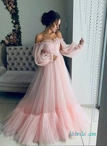 Różowy tiul z długim rękawe...