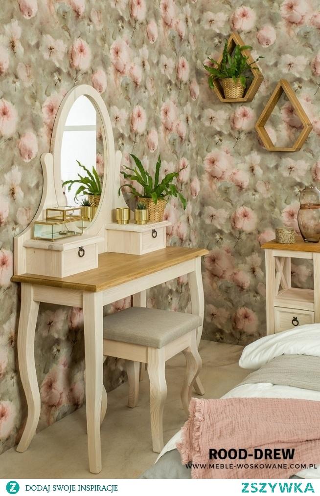 Toaletka dla dziewczyn, które uwielbiają dbać o siebie  meble-wosowane .com.pl