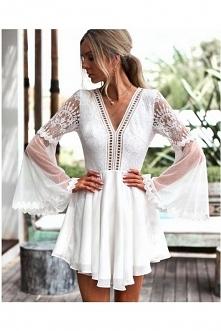 Sukienka Bali ze strony butik.pl idealnie nadaję się na randkę, koronka wyglą...