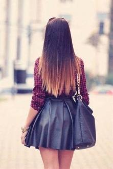 Koszula w kratkę i skóra doda zadziorności całej stylizacji. Jest ona zdecydowanie odpowiednia dla dziewczyn czujących się dobrze w swojej skórze. Stylizacja jest elegancka i od...