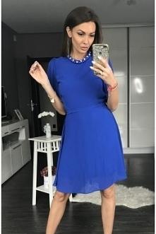 kobaltowa sukienka midi