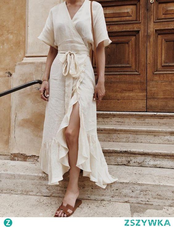 Póki jest lato, Michalina może postawić na długą letnią sukienkę wykonaną z lnu, wygodne klapki, małą torebka, dodać słomiany kapelusz, złotą biżuterię i mamy gotową stylizację na randkę! Pięknie i przewiewnie :)
