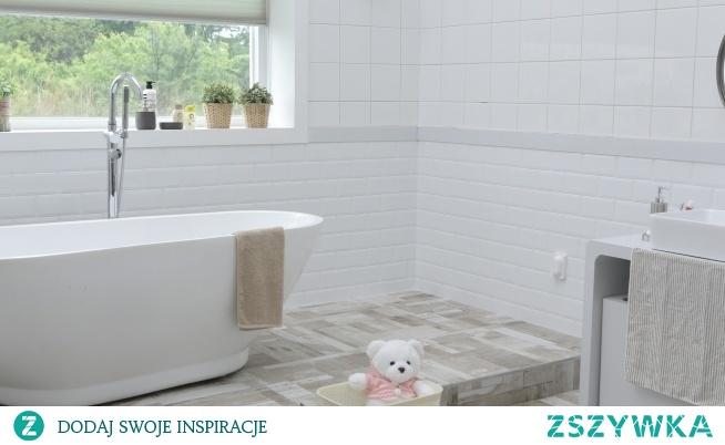 Koszyki do łazienki pomoże Ci uporządkować przestrzeń pod prysznicem. Już nigdy więcej poprzewracanych żeli pod prysznic!