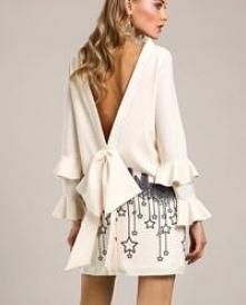 Kremowa sukienka z haftowaniem