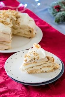 Bezowy tort chałwowy