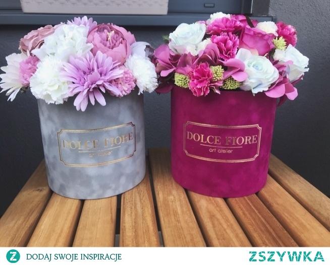 Flower box'y ze sztucznymi kwiatami