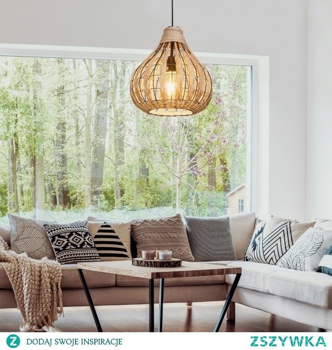 Lampa wisząca Sahara  Naturalna ciepła kolorystyka tej wykonanej z ratanu lampy ociepli i nada klimat każdemu pomieszczeniu, w którym zostanie zamontowana. Do lampy pasuje każda żarówka z trzonkiem E27 (duży gwint) o mocy max. 40W. Możesz również użyć żarówki LED. Średnica klosze to 34 cm a max. długość lampy to 120 cm z możliwością skracania.  Lampa dostępna na 4FD.PL