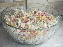 Warzywna sałatka z makaronem