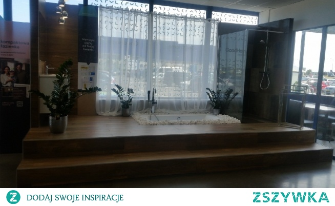 pomysł na łazienkę by Castorama <3 całkiem fajna opcja z wanną. ;)