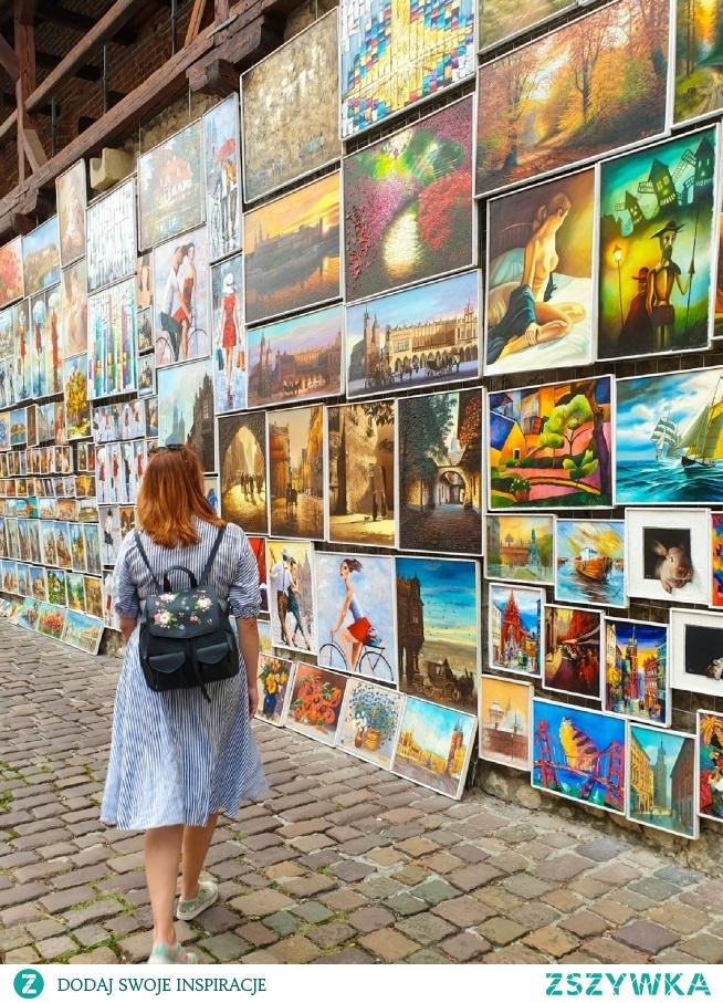 Na krakowskich uliczkach, miejsce pełne kolorów! Pięknie! . . . Instagram => @nieidentyczna