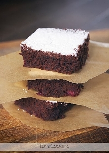 CIASTO CZEKOLADOWE Z WIŚNIAMI CHOCOLATE CAKE WITH CHERRIES