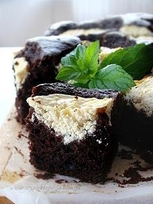 Czekoladowo-kawowe ciasto z serowymi ciapkami