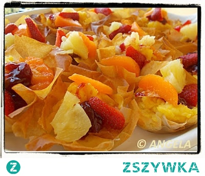 Ciastka (sakiewki) z budyniem i owocami z ciasta filo - Fruit And Custard Filo Tea Cakes - Dolcetti (cestini) con la crema e frutta di stagione