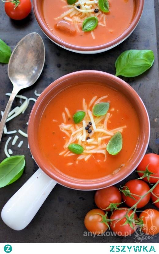 Kremowa zupa pomidorowa z mozzarellą