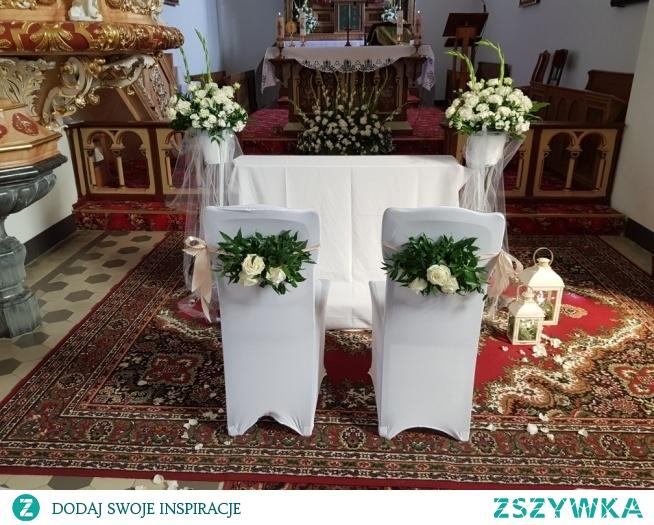 kwiaty w kościele