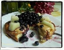 Omlet z melonem i jagodami ...