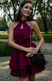 Efektowna sukienka o rozklo...