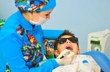 Leczenie mlecznych zębów to...