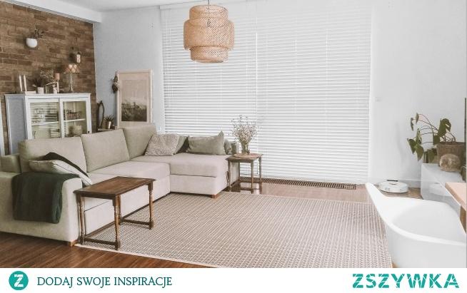 Białe żaluzje drewniane zagościły w salonie Pani Agnieszki - całość wygląda teraz niezwykle elegancko :)  Swoje wymarzone żaluzje znajdziesz w Naszych Domowych Pieleszach