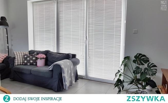 Jak osłonić duże okna tarasowe / balkonowe?  Pani Agnieszka zdecydowała się na żaluzje drewniane 25mm zamontowane w świetle szyby