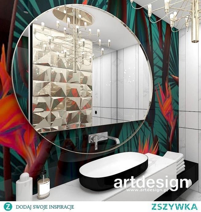 Kolorowy zawrót głowy ;) Nieszablonowy projekt łazienki z wyrazistą tapetą i płytkami 3d   MAKE UP YOUR MIND   Wnętrza domu