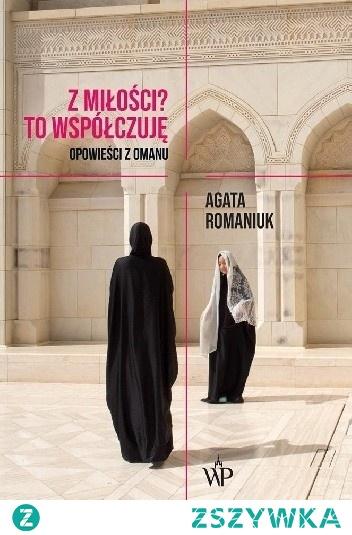 """""""Z miłości? To współczuję"""" to opowieść o współczesnym Omanie. O kobietach i mężczyznach, którzy skrywają namiętności pod diszdaszami i abajami, a potajemnie korzystają z Tindera. O umowach przedślubnych, do których warto wpisać sumę, jaką dostanie żona za urodzenie każdego dziecka, a także obietnice finansowania przez męża studiów medycznych. O kraju, w którym kobiety wolą się zaszyć przed ślubem, żeby udawać dziewice. Jest to wreszcie reportaż o miejscu, w którym kontraktowe małżeństwa wciąż są codziennością, a zakochani wbrew woli rodziców mogą zwrócić się do sułtana Kabusa Ibn Sa'ida z prośbą o błogosławieństwo.  Agata Romaniuk z dużą wnikliwością i wrażliwością przygląda się ludziom, którymi rządzi wiekowy, bezdzietny i samotny sułtan. Jedyny taki władca w krajach Zatoki Perskiej."""