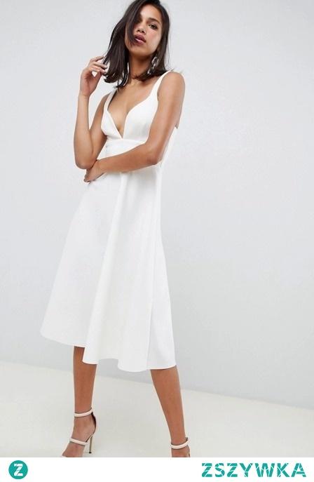 ROZKLOSZOWANA SUKIENKA Z GŁĘBOKIM DEKOLTEM sukienki.shop