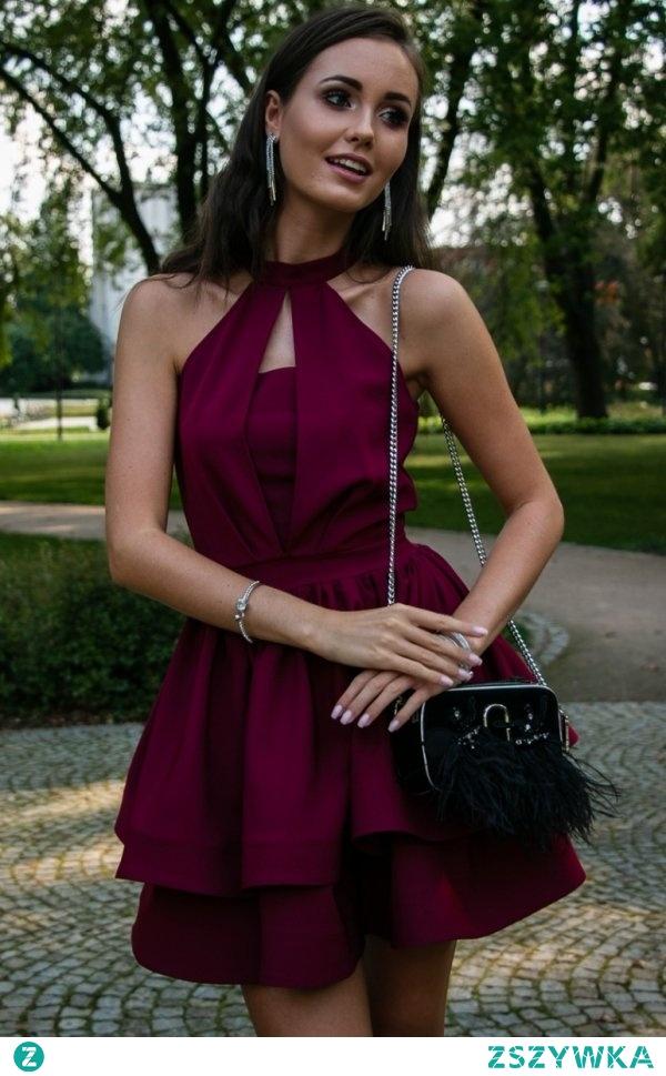 Efektowna sukienka o rozkloszowanym fasonie i ozdobnym dekolcie