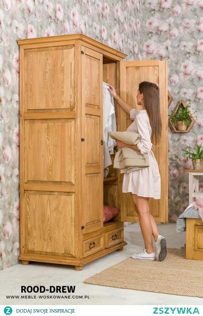 Szafy drewniane, biurko, komody, łóżka oraz inne drewniane meble pasujące do twojej sypialni