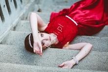 Czerwona sukienka z koronko...