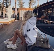 Balenciaga .