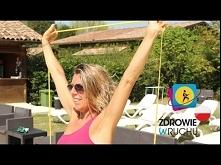 Ćwiczenia na ramiona z gumą fitness