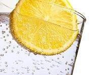 Woda z cytryną w pielęgnacj...