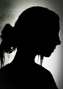 Autoportret czarnym tuszem kreślarskim.