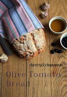 Chleb z oliwkami i suszonym...