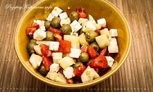 Sałatka z fetą, oliwkami i pomidorami
