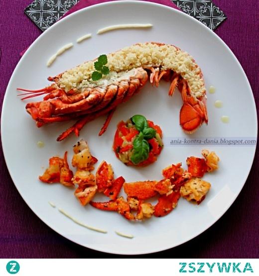 homar na maśle z kuskus i duszonymi warzywami