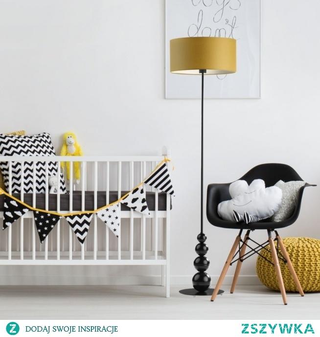 Lampa stojąca ROMA to idealna propozycja do pokoju dziecięcego.  Wzrok przykuwa podstawa lampy wykonana z ozdobnych kul o różnej wielkości.