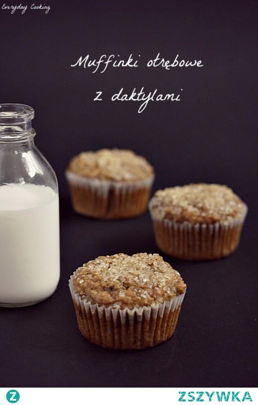 Muffinki otrębowe z daktylami